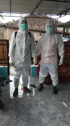 Johoboyo dan bpd giat semprot disinfektan
