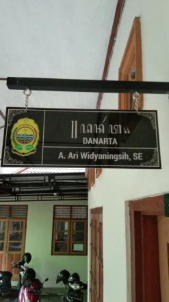 Papan nama ruang kalurahan Palbapang