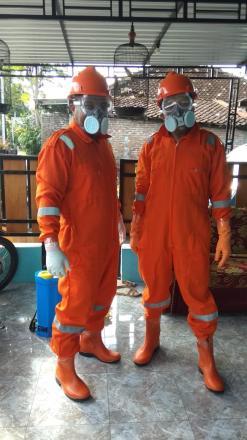 Giat satgas Padukuhan Serut dan Sumuran melalukan penyemprotan Desinfectan